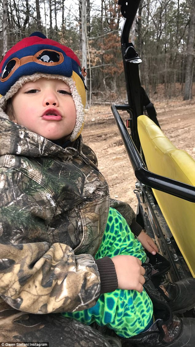 Pucker up!Gwen's family blended in with the scenery as they sported camouflage hunting gear while outside in the woods