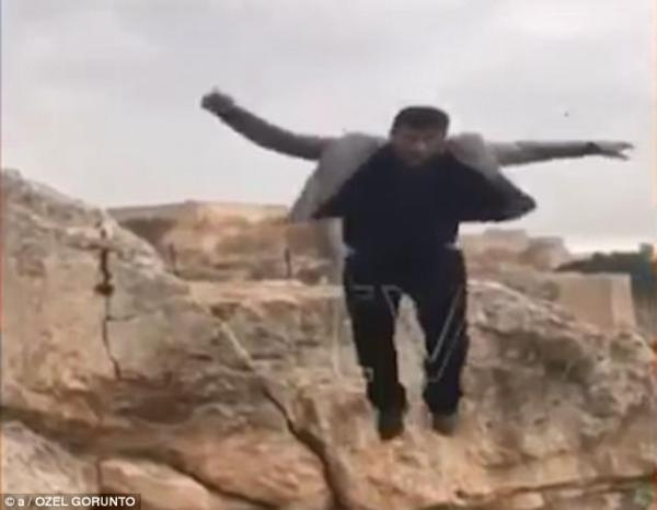 Man falls to his death while posing for a cliff-top photo
