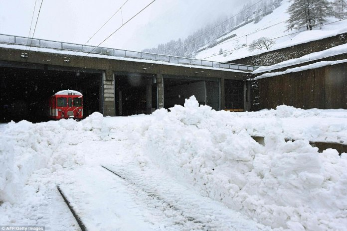The snow has blocked all roads and the train leading to the resort in the southern Swiss canton of Valais, which was also hit by some power outages, head of the station Janine Imesch said