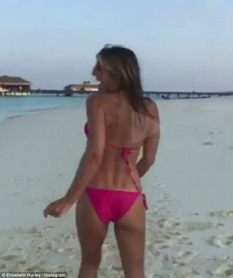 The Ultimate Pin Up: Elizabeth Hurley,52 Dance In Skimpy Bikini