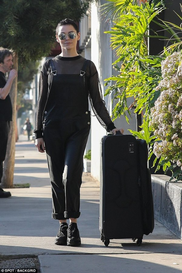 Rose McGowan heads out in LA as she takes on Bill Clinton ...