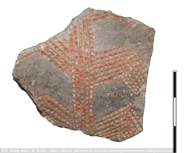 A clay shard found in northern Spain sports an ochre-coloured motif previously only seen on Neolithic artefacts found along the Mediterranean coast. The artefact shows that early humans in Spain were in contact with other European communities as early as 12,000 years ago