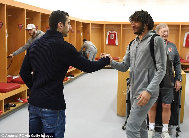 Mohamed Elneny gave Mkhitaryan a welcoming handshake during the pre-match build-up