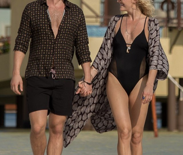 Malin Akerman And Jack Donnelly Look Loved Up In Mexico