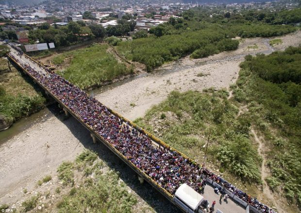 Image result for venezuelans fleeing to columbia