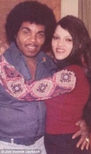 Joh'Vonnie - nascido no dia seguinte ao aniversário de Michael - é o produto de um caso de 25 anos que Joe Jackson teve com sua mãe Cheryle Terrell (foto)