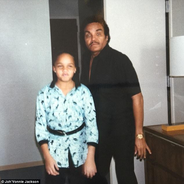 Joe tentou integrar Joh'Vonnie na vida familiar de Jackson, disse ela, mas a família não a aceitou