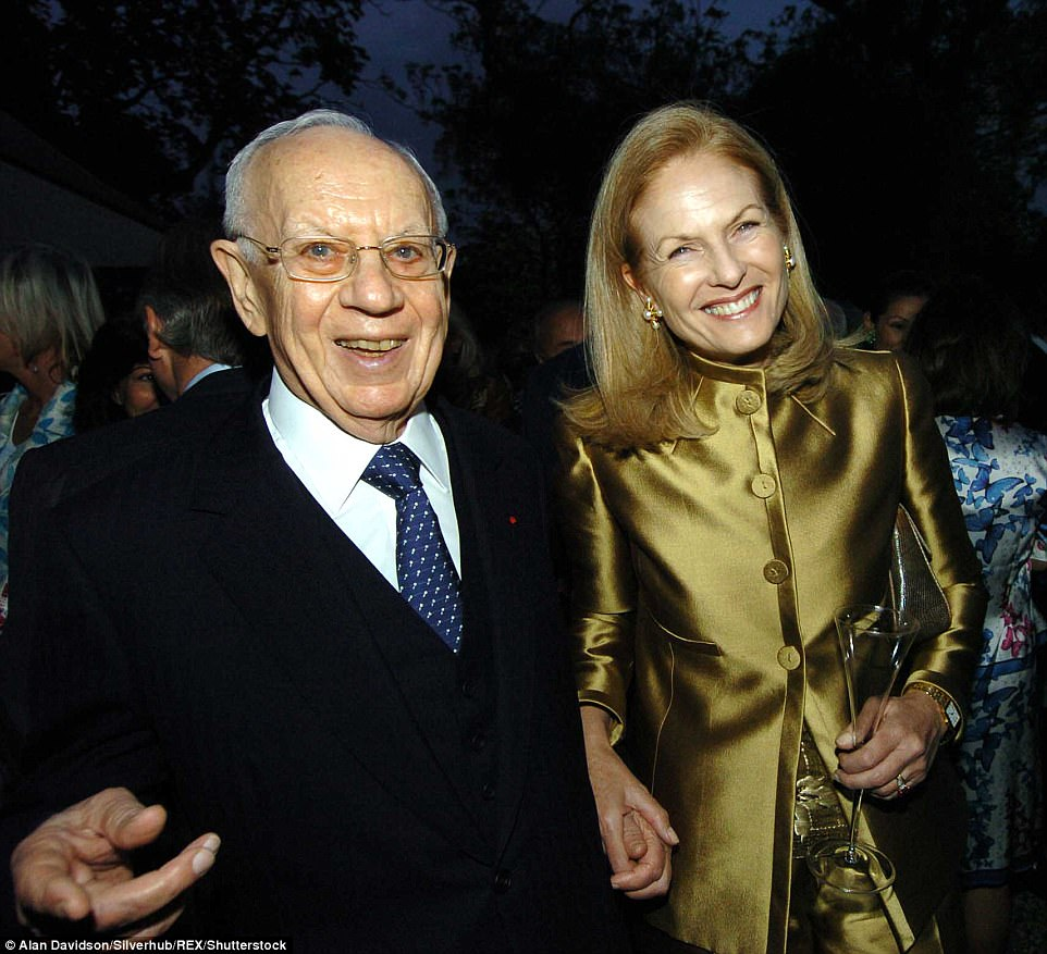 Mortimer and his wife Theresa were known as international philanthropists, and are pictured here in 2004 at the Cartier Dinner at the Chelsea Physic Garden