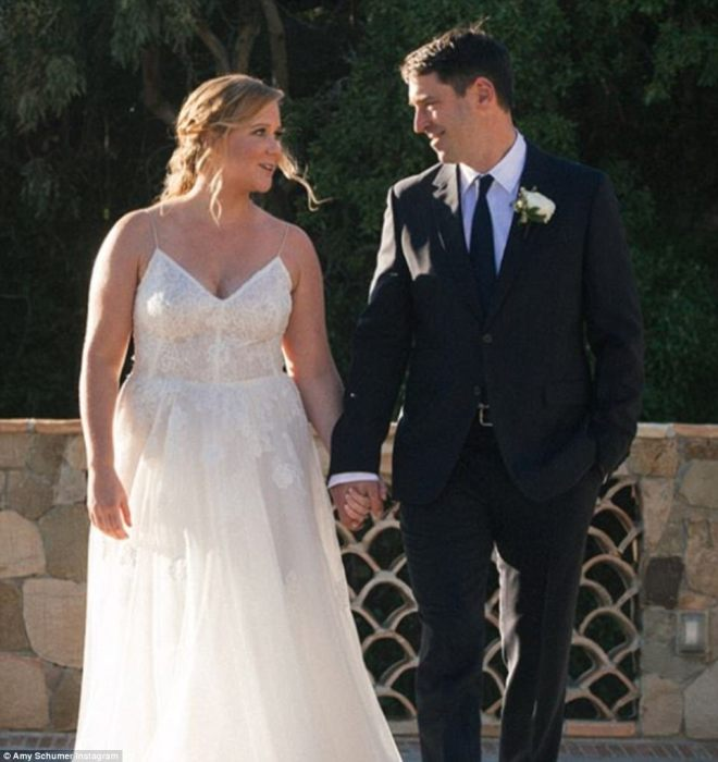 They did it! They have only been dating for a few months but have already tied the knot. On Tuesday, Amy Schumer married farmer-turned-chef Chris Fischer