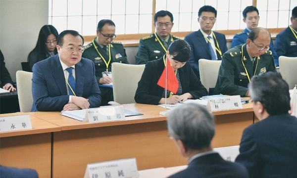 Japan, China hold security talks after four-year break - Newspaper - DAWN.COM