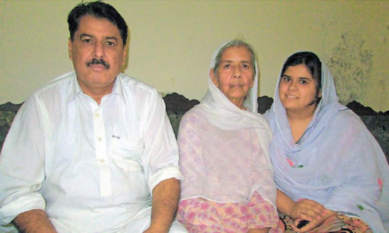 Ravindar Kumar with his mother Sudesh Kumari and daughter Manisha Chhiber.