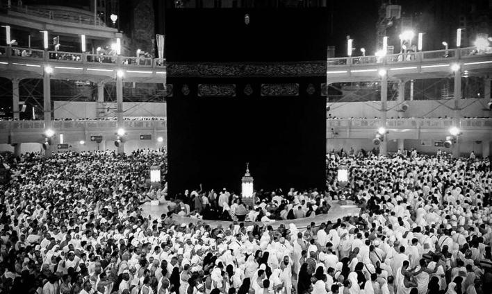 کعبہ شریف سب سے پہلے حضرت ابراہیم علیہ السلام نے تعمیر کیا تھا، جس کے بعد اس میں وقت کے ساتھ ساتھ تبدیلیاں لائی جاتی رہیں۔