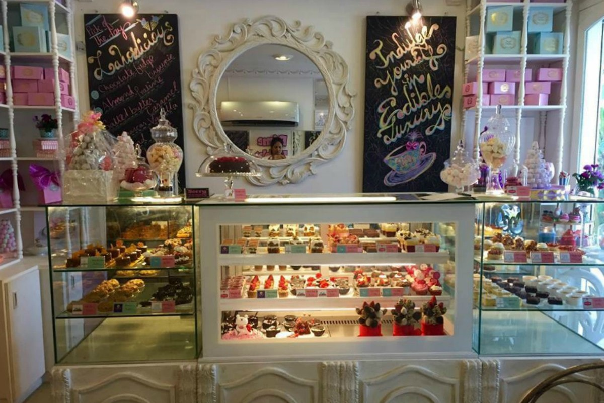 The welcoming front display at Dessert Directory