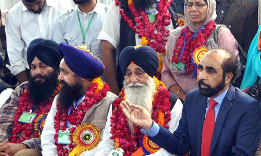 Siddique ul Farooq receives Sikh pilgrims at Wagah Railway Station. — APP