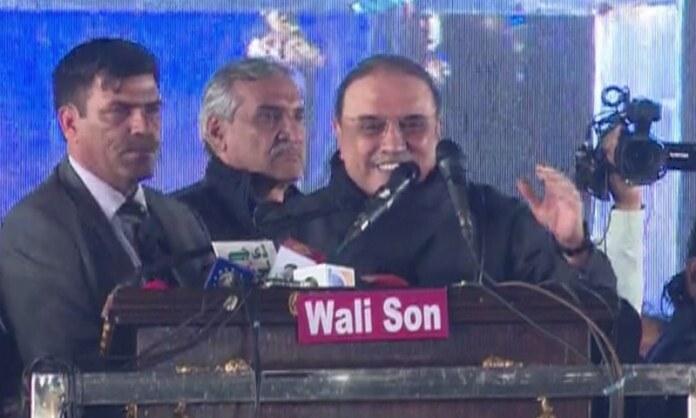 PPP co-chairman Zardari addresses the rally. Photo: DawnNews