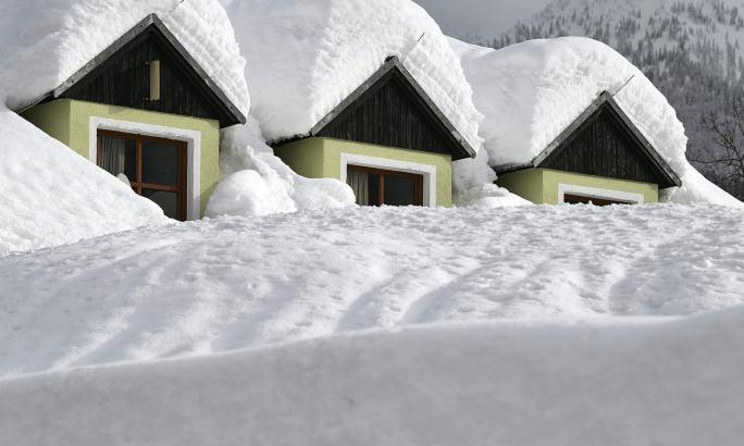 یورپ بھر میں بھی برف باری ہوئی اور آسٹریا میں بھی برف باری ہوئی—فوٹو:اے ایف پی