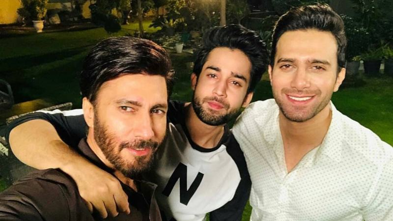 Pictured with his Cheekh co-syars, Aijazz Asiam and Bilal Abbas