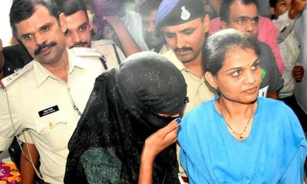 پولیس نے چار قابل اعتراض ویڈیوز اور تصاویر بھی برآمد کرلیں — فوٹو: پریس ٹرسٹ آف انڈیا