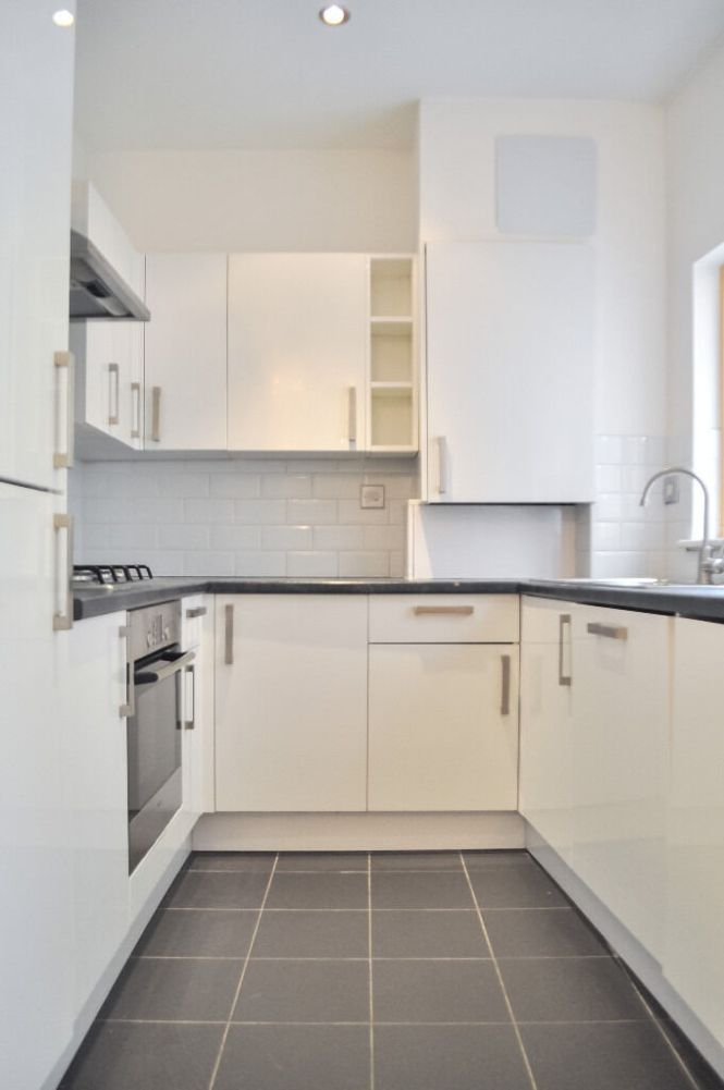 Large 2 Bedroom Bathroom Flat In Sditch E2