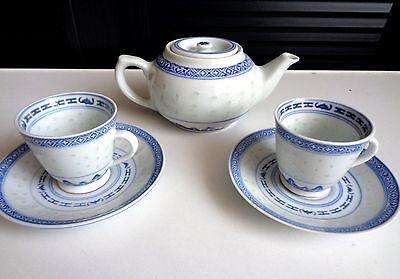 Chinesisches Teeservice, klassisch; 2 x kleine Tassen und eine kleine Teekanne