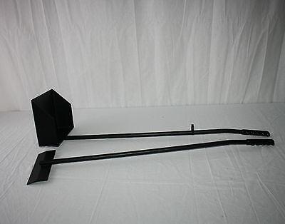 Kotschaufel / Kotkratzer Metall schwarz 22 x 18 cm mit Stiel 85 cm