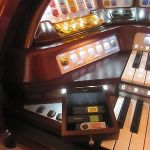 Lowrey STERLING organ: USB / DVD, COLOR TOUCH screen and ADJUSTABLE padded bench