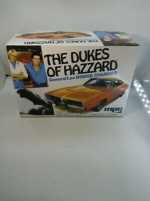 MPC Dodge charger general lee dukes of hazzard model kit 1/25 scale