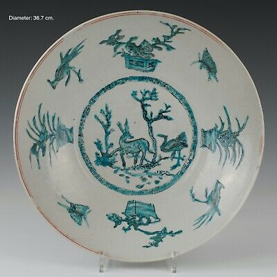Nice large Swatow dish, turkoois decoration of a deer, Ming, 16th/17th century.