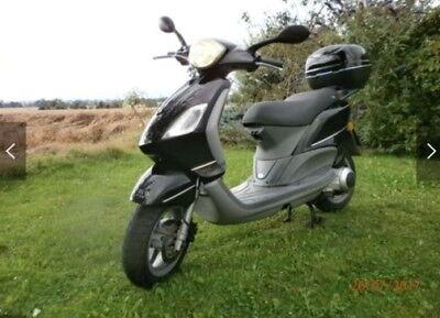 Piaggio Motorroller 125 schwarz