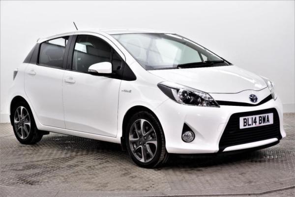 2014 Toyota Yaris HYBRID TREND PETROLELECTRIC white CVT
