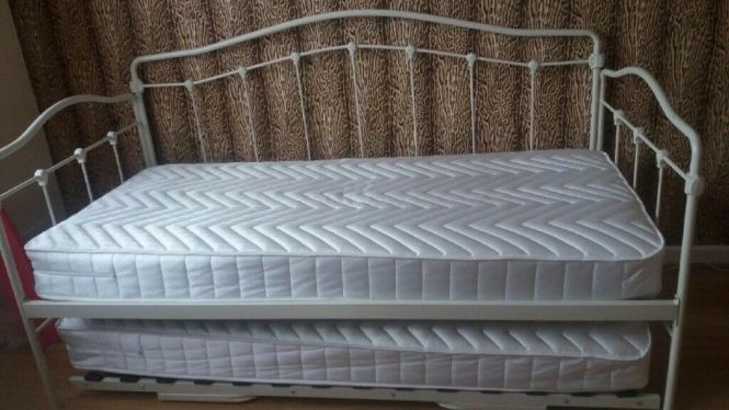 Serene Day Bed With Trundle And Mattresses