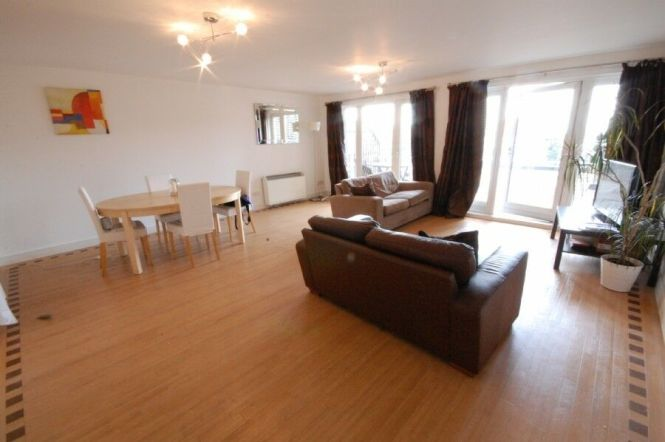 3 Bedroom Flat In Royal Arch Apartments The Mailbox Birmingham