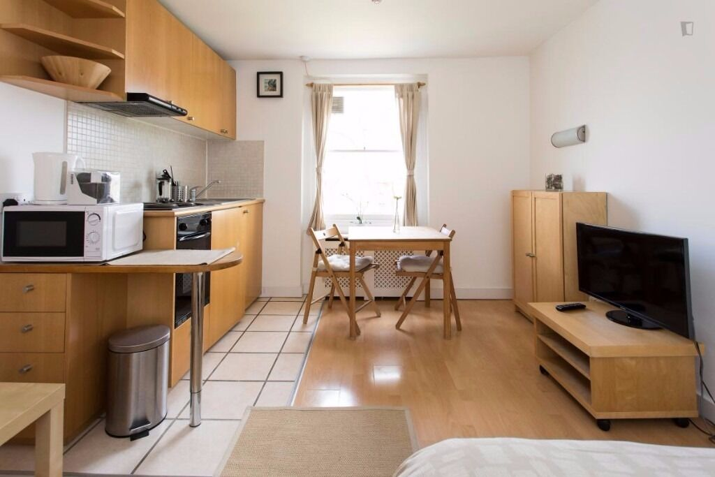 Third Floor MODERN FURNISHED Studio Apartment With Open