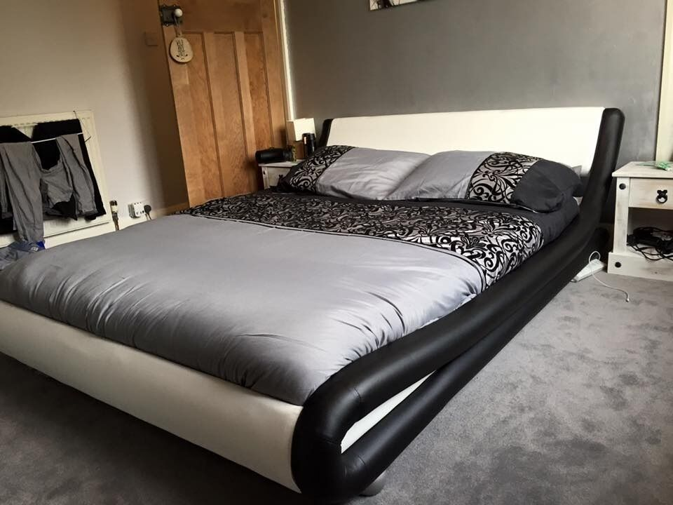 King Size Bed In Black And White Leather Enzo Italian