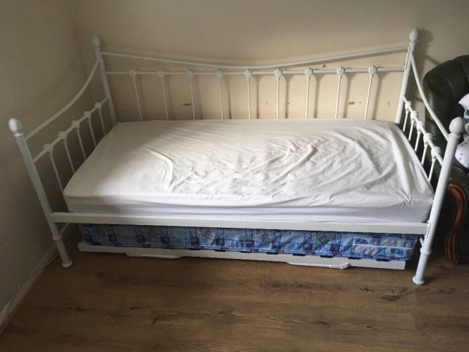 Single Daybed With Quick Conversion To Double Bed Mattresses Included