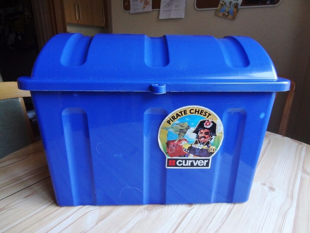 PIRATE TREASURE CHEST IDEAL FOR KIDS TOY CLOTHES