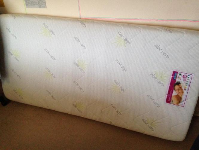 Super Memory Foam Single Mattress For Bed By Paul Simon Used