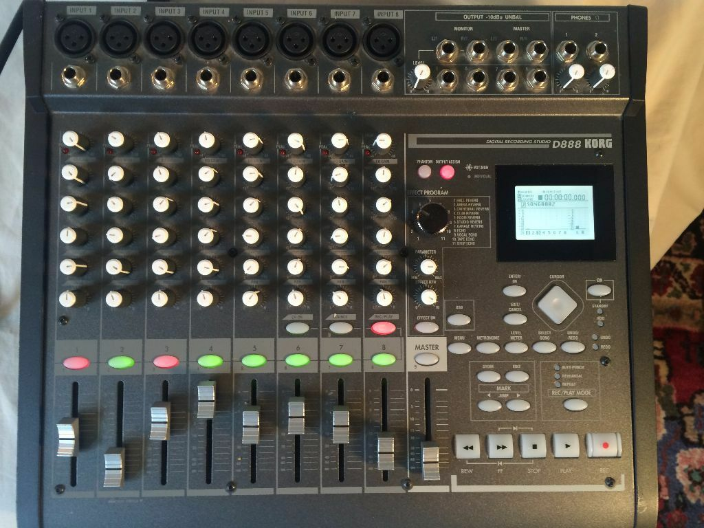 Korg D888 Digital 8 Track Studio Recorder Excellent