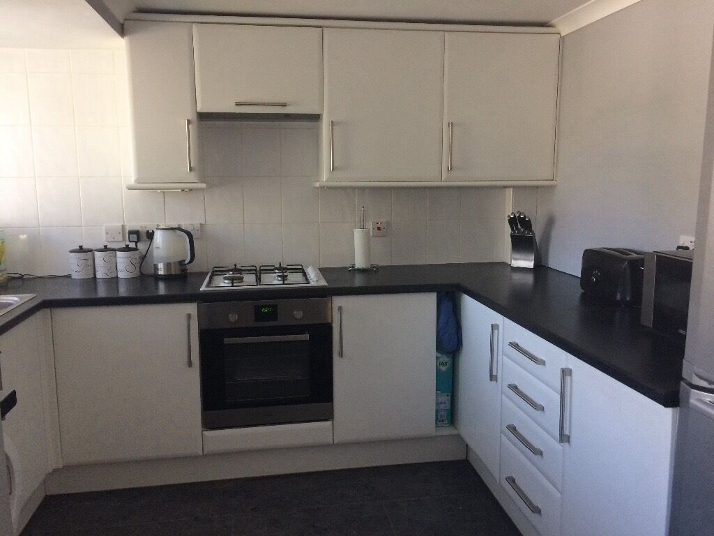White Kitchen Unitsblack Worktophas Hobsinkwashing Machine Available For An Extra Cost In