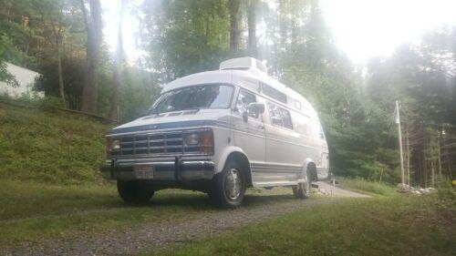 1989-Dodge-Xplorer-Camper-Van-Class-B-RV-Explorer-Conversion-Van-Motor-Home