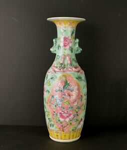 A CHINESE PERANAKAN NONYA 19TH CENTURY PORCELAIN VASE WITH PHOENIX