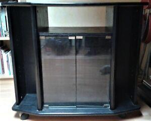 details sur meuble tv imitation frene noir sur roulettes avec 2 portes vitrees