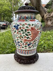wonderful antiques Chinese Wucai porcelain vase with fishes