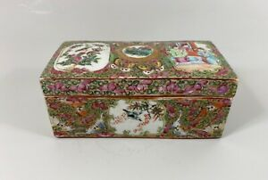 Chinese 'Cantonese' porcelain box and cover, c. 1880. Qing dynasty.