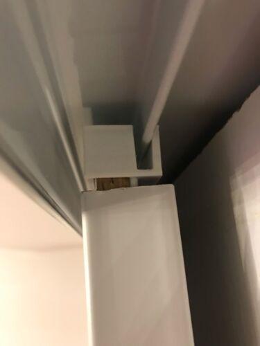 paire de guides blancs pour placards form optimum a portes coulissantes schranke wandschranke