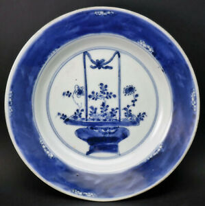 c1700, ANTIQUE CHINESE KANGXI BLUE AND WHITE PORCELAIN PLATE BASKET OF FLOWERS