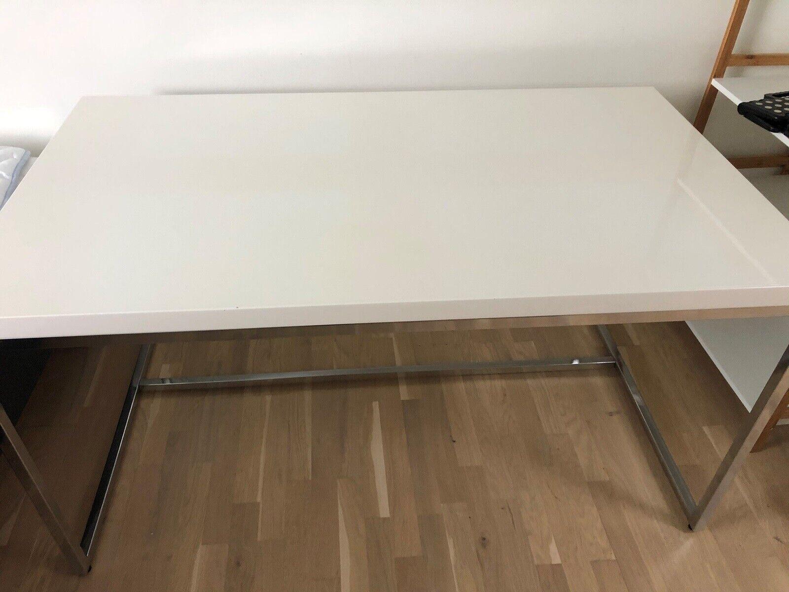 Skrivebord Ilva B 140 D 80 H 75 Ndash Dba Dk Ndash Kob Og Salg Af Nyt Og Brugt