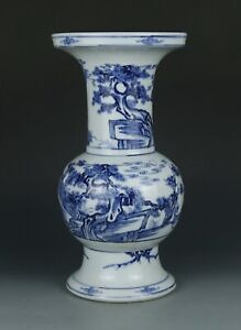 Blue and white Chinese antique porcelain vase with deers painting