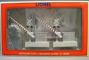LIONEL MAINLINE AUTO CROSSING GATES train intersection o