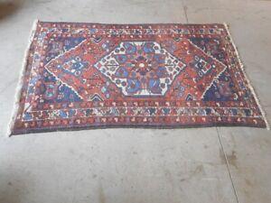 details sur tapis ancien fait main plombe n 1